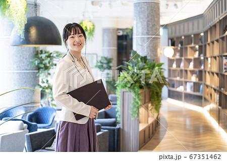 女性 ビジネスシーン 67351462