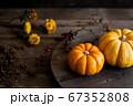オレンジ色のカボチャ 秋のイメージ素材 67352808