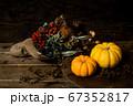 ドライフラワーの花束とカボチャ 秋のイメージ素材 67352817