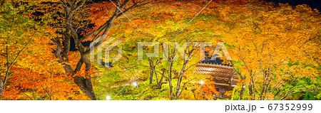播州清水寺、紅葉ライトアップされた本坊の大パノラマ!(兵庫県加東市平木)※作品コメント欄に撮影位置 67352999