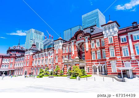東京駅 丸の内口 駅前風景 67354439