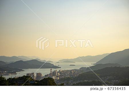 夕方の千光寺公園から尾道市街を見下ろす 67356435