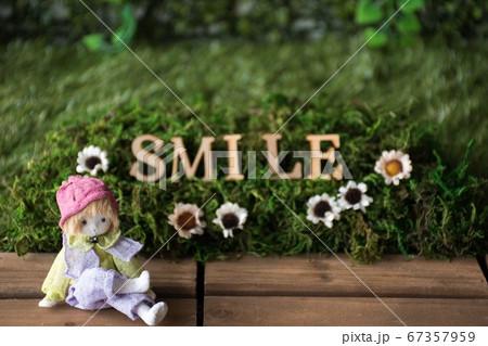 スマイル アルファベットとメルヘン人形 67357959