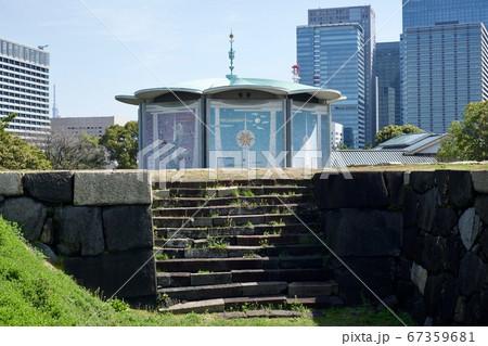 【東京】江戸城天守台から見る桃華楽堂 67359681
