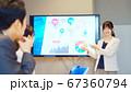 ビジネスシーン プレゼンテーション セミナー 67360794
