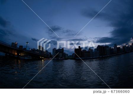 両国の景色 隅田川とスカイツリーのコラボレーション(魚眼レンズ) 67366060