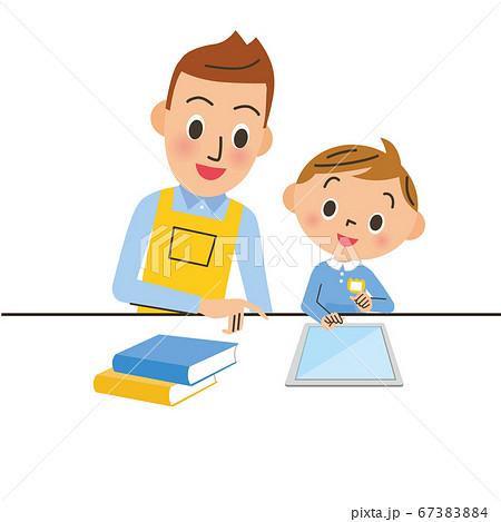 男性保育士と子供とタブレット 67383884