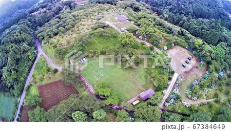 空から観た千葉県野見金公園の紫陽花の花畑の風景 67384649