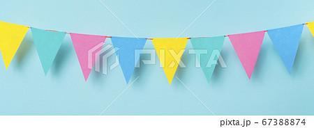 お祝い用、パーティー用背景 ガーランド、三角旗 67388874
