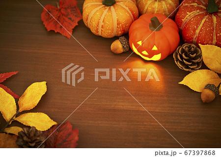 テーブル上のハロウィンイメージ 67397868