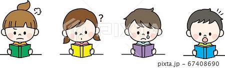 感情を出して読書をする子ども 67408690
