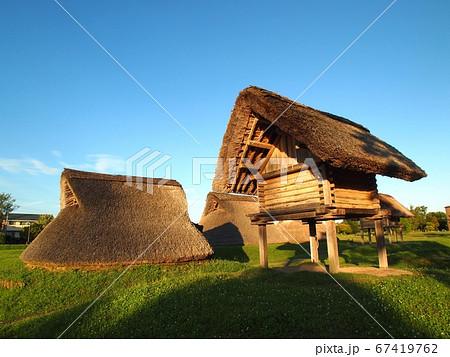 <登呂遺跡>竪穴式住居と高床式倉庫 67419762