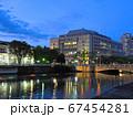 夕暮れの大阪中之島 淀屋橋と大阪市役所 67454281