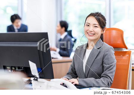 ビジネスウーマン、オフィス 67454306