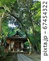 神社の境内 67454322