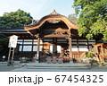 神社の境内 67454325