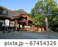 神社の境内 67454326
