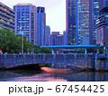 大阪中之島 夕暮れの淀屋橋とビル群 67454425
