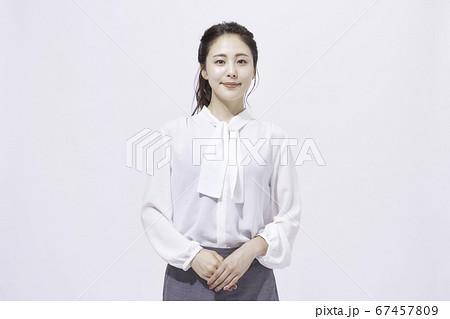 若い女性 ビジネス ポートレート 67457809