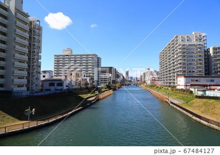 小名木川沿いに建ち並ぶマンション群 67484127