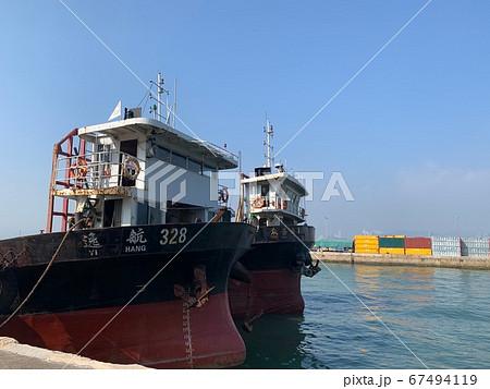 香港ケネディタウンの港に停泊している船 67494119