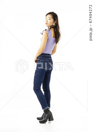 20歳代女性 67494272