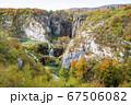 クロアチアにあるプリトヴィツェ湖群国立公園の全景 67506082