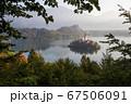 スロベニアのブレッド湖、教会の全景 67506091