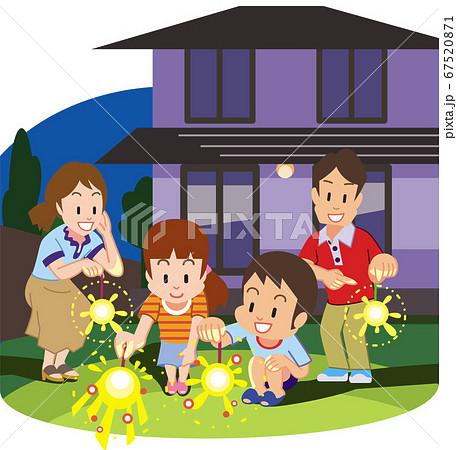 庭で手持ち花火をする家族 67520871