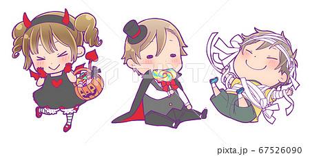 ハロウィン仮装の子供たち_小悪魔・吸血鬼・ミイラ男 67526090