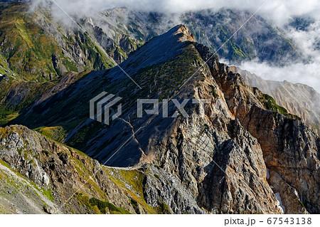 北アルプス・白馬鑓ヶ岳から見る杓子岳 67543138