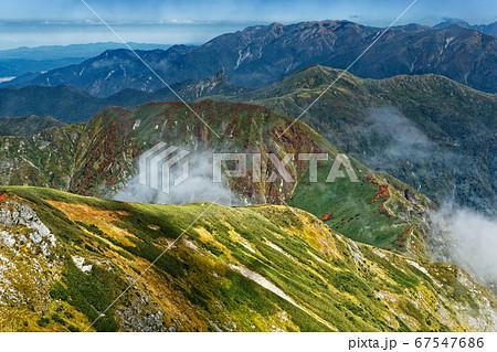 茂倉岳から見る上越国境稜線と巻機山 67547686