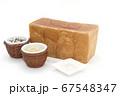 1ローフの食パンを囲む玄米と雑穀米とそば粉 67548347