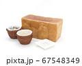 1ローフの食パンを囲む玄米と雑穀米とそば粉 67548349