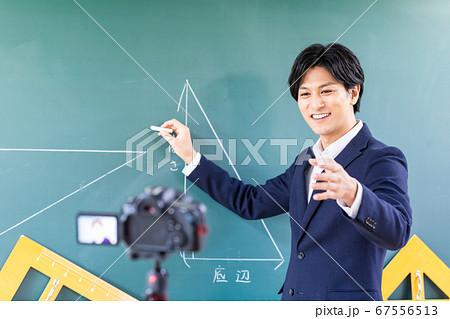教室でオンライン授業の撮影 67556513