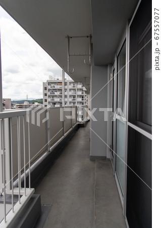高層賃貸住宅のベランダからの風景 67557077