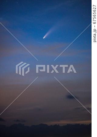 【彗星】 夕焼け空に浮かぶネオワイズ彗星 (C/2020 F3) 67565627