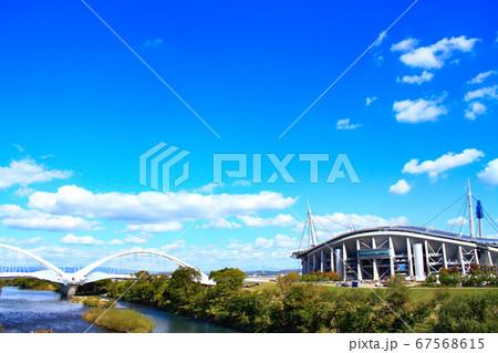 豊田市、豊田スタジアムと豊田大橋の風景 67568615