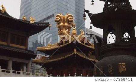 上海市街地黄金の瓦が美しい真言宗の古刹静安寺 67569411