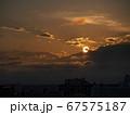 梅雨明けの夕陽 67575187