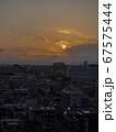 夕景と街並み 67575444