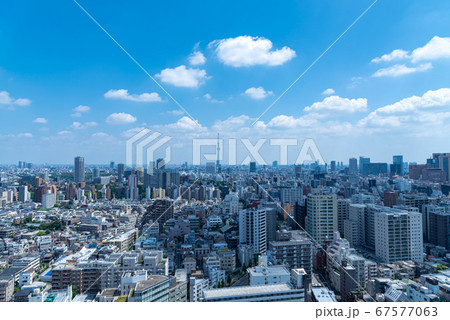 東京の街並み(東京方面・青空)都市景観 67577063