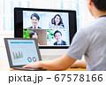 オンラインミーティングを家で行うビジネスシーン 67578166
