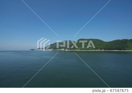 《広島県》磐台寺 阿伏兎観音堂からの眺め、青空と瀬戸内海 67587675