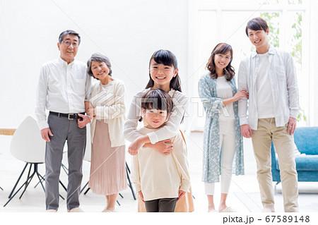 三世代家族、兄弟、リビング、マイホーム 67589148