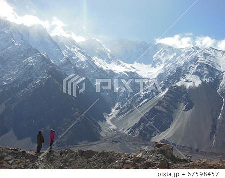 パキスタンにある桃源郷フンザの雪山 67598457