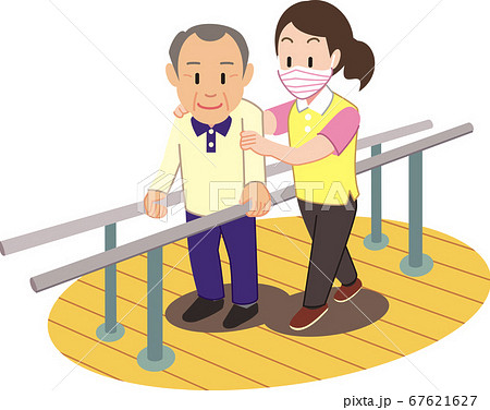 歩行訓練中のシニア男性 67621627