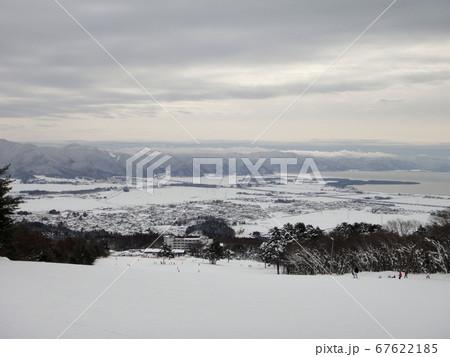 福島県猪苗代スキー場から見える猪苗代湖 67622185