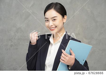 女性 ビジネスウーマン 67628666