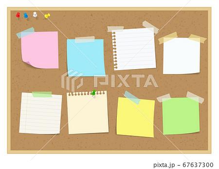 コルクボードに貼られたメモ、付箋、ノート 67637300
